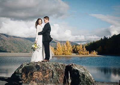 "Knik River Lodge Gets Customers to Say ""I Do."""